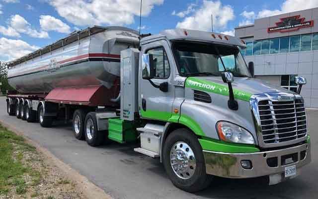 Газовый двигатель Cummins и ось Hyliion тянут груз за 56 тонн