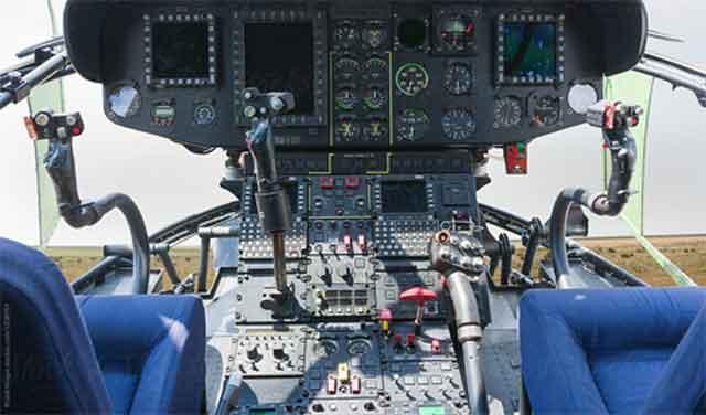 Вертолёт - классическая панель управления внутри кабины пилотов